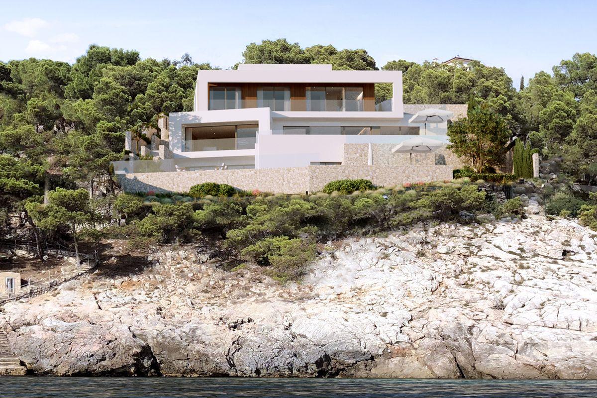New built villa right at the sea in Camp de Mar